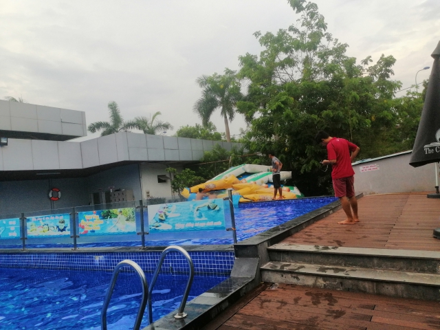Swimming pool 13C